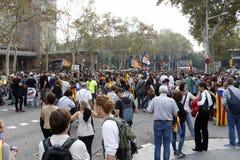 Barcelona, Katalonien, Spanien, am 27. Oktober 2017: Leute feiern Abstimmung, um Unabhängigkeit von Catalunya nahe Parc Ciutadell stockbilder