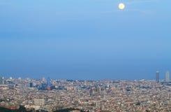 Barcelona linia horyzontu przy półmrokiem Zdjęcie Stock