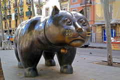BARCELONA - Listopad 21 Rzeźba El Gato de Zdjęcie Royalty Free