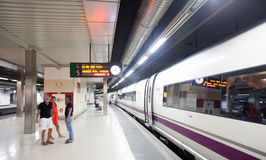 Barcelona- - Madrid-Zug auf der Plattform Lizenzfreie Stockfotografie