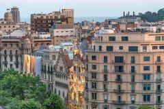 BARCELONA - MAJ 13, 2018: Härlig flyg- solnedgångsikt av buildien Royaltyfri Foto