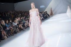 BARCELONA mody BRIDAL tydzień - NAEEM KHAN wybieg Obrazy Stock