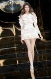 BARCELONA mody BRIDAL tydzień - YOLAN CRIS wybieg zdjęcie stock