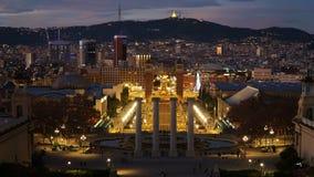 Barcelona natt Placa De Espana, fyrkant av Spanien, tidschackningsperiod barcelona spain lager videofilmer