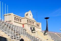 Barcelona Olympic Stadium och kittel för den olympic flamman, Spanien Royaltyfri Fotografi