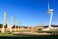 Barcelona Olympic Stadium som är olympic parkerar, Placa D Europa och det Montjuic kommunikationstornet Royaltyfri Foto
