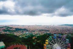Barcelona panoramautsikt från det Tibidabo berget Arkivbilder