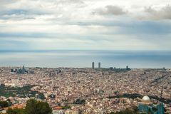 Barcelona panoramautsikt från det Tibidabo berget Fotografering för Bildbyråer