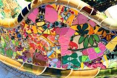 Barcelona - parkera Guell - `-Mosaico ` Cor de Rosa Royaltyfri Bild