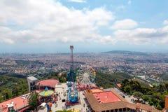 Barcelona parkerar på monteringen Tibidabo Arkivbilder