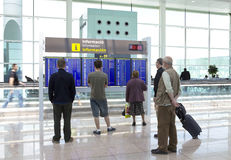 BARCELONA PODE 9: Os povos esperam o vôo maio em 9, Imagens de Stock Royalty Free