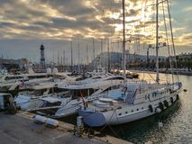 Barcelona portsolnedgång, Espania, Spanien royaltyfria foton