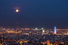 Barcelona przy nocą z księżyc w pełni, Hiszpania Zdjęcia Royalty Free