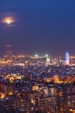 Barcelona przy nocą z księżyc w pełni, Hiszpania Zdjęcie Stock