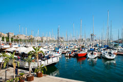 BARCELONA SPAIN/EUROPE - JUNI 1: Sortiment av fartyg och yachten Arkivfoto