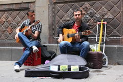 BARCELONA SPAIN - JUNE 9: Unidentified musician play before publ Royalty Free Stock Image