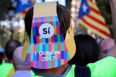 Catalan symbols at Diada independence manifestation. BARCELONA/SPAIN - 11 SEPTEMBER 2017: Message to vote `Yes` on Catalan secessionist referendum that will take Royalty Free Stock Images