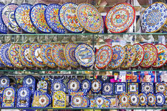 BARCELONA SPAIN-17 September 2015: ställa ut souvenir shoppar med Arkivfoton