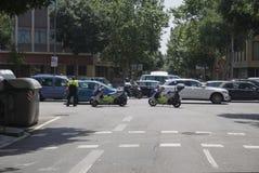 Barcelona, Spanien - überwachen Sie die Motorräder polizeilich, die Verkehr blockieren Lizenzfreies Stockfoto