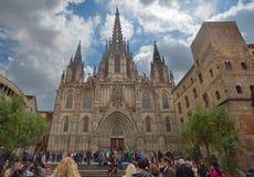 BARCELONA SPANIEN - APRIL 28: Domkyrka av det heliga korset och helgon Eulalia på April 28, 2016 i Barcelona, Spanien Royaltyfria Bilder