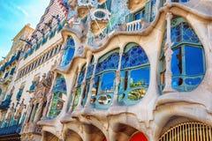 Barcelona Spanien - 17 April, 2016: Fasadcasaen Battlo eller huset av ben planlade vid Antoni Gaudi Royaltyfria Bilder