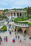 BARCELONA SPANIEN - APRIL 28: Gaudi Parc Guell - Barcelona på April 28, 2016 i Barcelona, Spanien Royaltyfri Bild