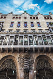 Barcelona Spanien - April 18, 2016: Palauisk slott Guell Arkivfoton