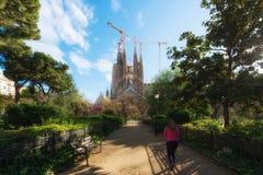 Barcelona Spanien - April 10,2018: Sikt av Sagradaen Familia, Arkivbilder