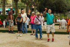 Barcelona, Spanien, am 16. August 2016: alte Männer, die petanque spielen Stockbilder