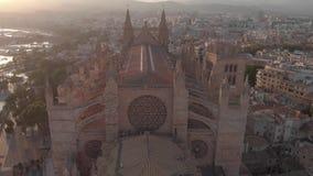 BARCELONA SPANIEN - 22 AUGUSTI 2018: Flyg- cityscape av Palma de Mallorca med domkyrkan, Balearic Island, Spanien arkivfilmer