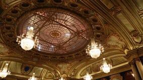 BARCELONA SPANIEN - AUGUSTI 10, 2018: Inre celling av korridoren i den Monte Carlo kasinot i Monaco stock video