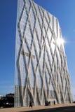 BARCELONA SPANIEN - AUGUSTI 12 modern glass byggnad på Augusti 12, Arkivfoton