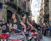 BARCELONA SPANIEN - December 8, konsert av Batala Fotografering för Bildbyråer