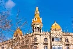 BARCELONA, SPANIEN - 16. FEBRUAR 2017: Gebäude umkleidet Antoni Rocamora Kopieren Sie Raum für Text Stockfotografie