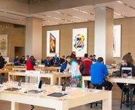 Centrera av Apple Inc i Barcelona, Spanien Fotografering för Bildbyråer