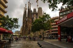 Barcelona Spanien, gaud? och hans creatio Sagrada de Familia, inte avslutas tyv?rr som royaltyfri fotografi