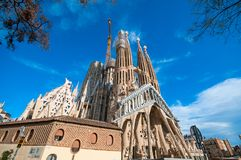 BARCELONA SPANIEN - JANUARI 02, 2018: Domkyrkan av La Sagrada Arkivfoto