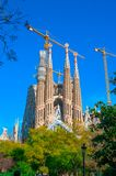 BARCELONA SPANIEN - JANUARI 02, 2018: Domkyrkan av La Sagrada Arkivfoton