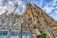 BARCELONA SPANIEN - Januari 12, 2016: Esterior av kyrkliga Sagrada Fotografering för Bildbyråer
