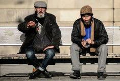 Barcelona Spanien - Januari 23: Man i behov Olycklig hemlös peo Arkivbild