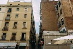 BARCELONA SPANIEN - JUNI 30 Den huvudsakliga gatan via Laietana är namnet av en viktig allmän landsväg i Barcelona på Juni 30 Fotografering för Bildbyråer