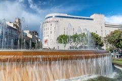 BARCELONA SPANIEN - MAJ 13, 2018: Catalunya fyrkant- och springbrunnnolla Royaltyfri Bild