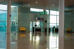 Barcelona Spanien - mars 04, 2019 - avvikelsevardagsrum i Aeroport del Prat - Barcelona arkivbilder