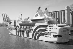 Barcelona Spanien - mars 30, 2016: extas Genova för haveyeliner GNV i havsport Kryssningdestination på eyelinertur arkivfoton