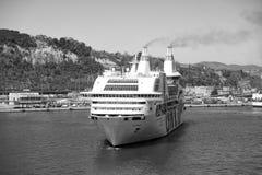 Barcelona Spanien - mars 30, 2016: extas Genova för kryssningskepp GNV i hamn Tur för destination för kryssningskepp Sommar arkivbilder
