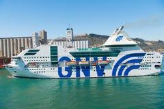 Barcelona Spanien - mars 30, 2016: extas Genova för passagerareskyttel GNV i havsport Kryssningdestinations- och skytteltur arkivbilder
