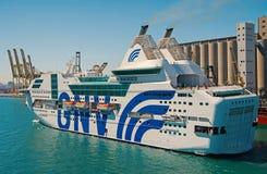 Barcelona Spanien - mars 30, 2016: extas Genova f?r haveyeliner GNV i havsport Kryssningdestination p? eyelinertur royaltyfria bilder