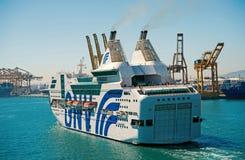 Barcelona Spanien - mars 30, 2016: extas Genova f?r passagerareskepp GNV i havsport Kryssningdestinationstur p? skeppet arkivfoton