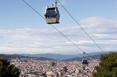 Barcelona Spanien, mars, 2016: Panoramautsikt av från himlen av det Montjuic berget fotografering för bildbyråer