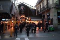 BARCELONA SPANIEN - november 5, 2017: Boqueria marknad - stadsfläck arkivfoton